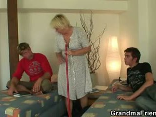 Bjonde gjysh swallows two cocks