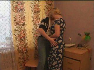 ロシア 成熟した アナル ママ と 彼女の ボーイ アマチュア: フリー ポルノの d2