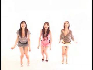 Asiática meninas swallowing