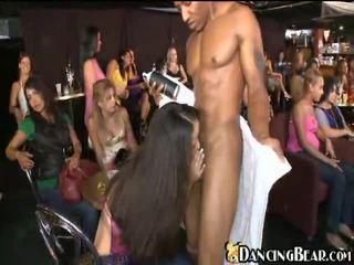 seks grupowy, obciąganie, pijane dziewczyny