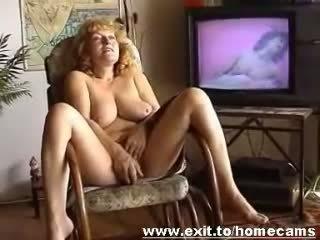Frida 55 years from awstriýa masturbates at