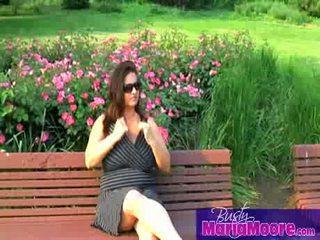 Maria moore - solo op park bench