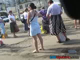 Sinne blowing upp kjol nej trosa kåta utsikt