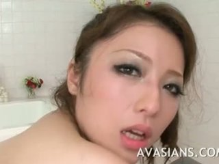 Mamalhuda japonesa mãe likes ele fundo em o casa de banho