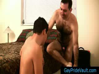 Berambut lebat gay beruang getting beliau zakar/batang sucked gaypridevault