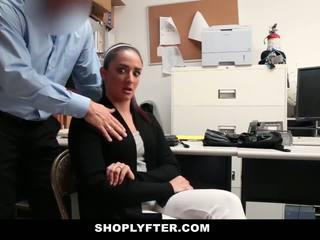 Mama, dcéra prichytené a fucked pre stealing