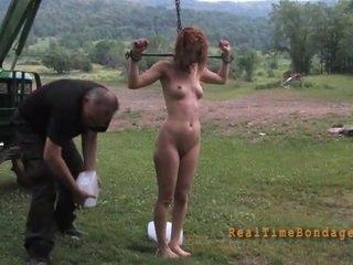 Tying lart beauty për e egër torturë
