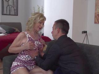 Grandmas 과 엄마 gets 항문의 vaginal 과 구두의 섹스: 포르노를 9a