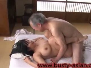 Jovem mamalhuda japonesa gaja fodido por velho homem http://japan-adult.com/xvid