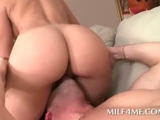 Hot mom face sitting and getting deep pounded