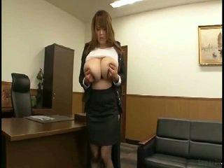 מאסיבי פטמות יפני gets fondled