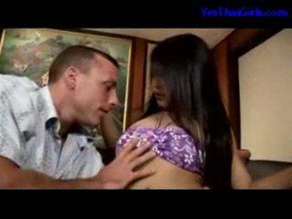 Thai lány szopás fasz getting neki punci szar tovább a ágy