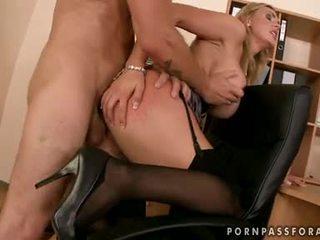 Bawdy sexy boobed tanya tate gets të saj gojë jizzed vetëm si ajo asked për