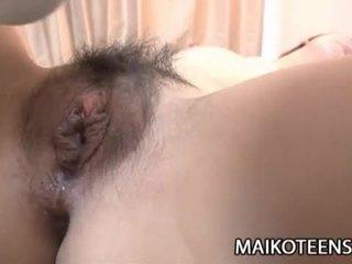 調皮 日本語 青少年 yuma yoneyama opens 毛茸茸 的陰戶 為 他媽的