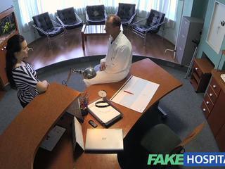 Fakehospital dokter empties zijn sack naar ease sexy patiënt