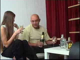 Dun amateur russisch tiener gets dronken