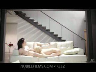 Aiden ashley - nubile videoer - lesbisk lovers del søt fitte juices