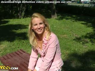 Pov pijpen seks met natuurlijk blondine video-