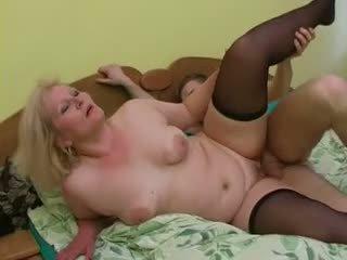 Sexy großmutter lena verführen jung alex