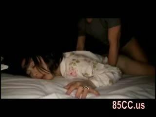 Istri kacau oleh husbands teman di itu tempat tidur 05
