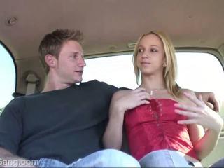 Hitchhiker teinit blondi gets pillua licking