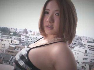 Alice ozawa gives một nhật bản blowjob và fucks two guys