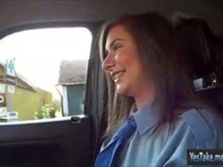 Politie officier latoya hitchhikes en poesje geneukt in de auto