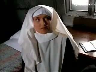 Abbess į seksualu apatinis trikotažas mušimas vienuolė getting jos putė licked licking apie the lova