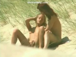 Вологий манда masturbation на нудист пляж