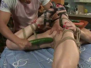 Sexy ado gets bondaged et baisée