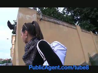 Publicagent karstās brunete gets fucked uz mans automašīna