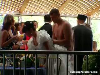 Elegant bitches nemen dicks bij een huwelijk