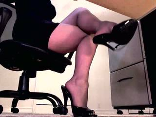 Dominant erotisch hypnotist sexily dangles haar st.