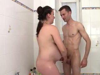Preggo mère banged en la bathtub