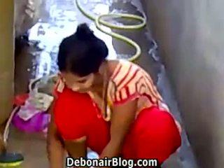 Kaakit-akit desi beyb washing clothes showing siklat ca