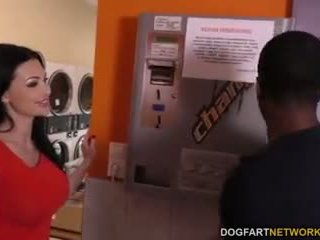 Aletta ocean does anāls uz the laundromat