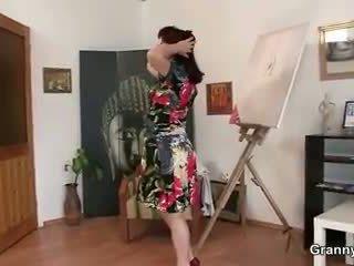 Äldre paintress takes det från bakom