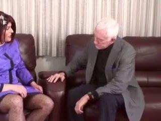 Félénk crossdresser gets övé segg penetration