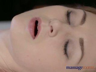マッサージ rooms 美しい 淡い skinned ママ squirts のために ザ· 非常に 最初の 時間 - ポルノの ビデオ 901