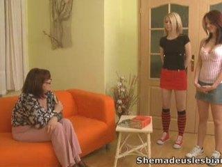 Brunette lara en blondine donna became lesbiennes.