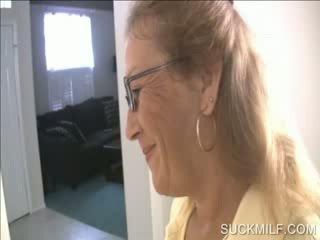 موم و كتكوت مص ل dong