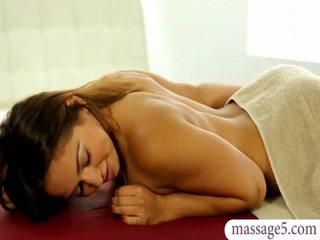 Frumusica masseuse sara luvv gets inpulit și jizzed pe fund