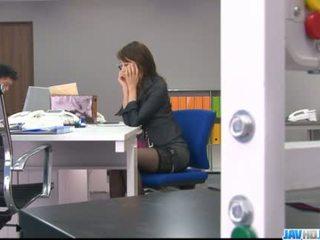 Office bimbo Maki Hojo plays with her fanny