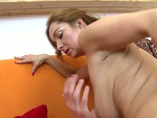 Hämmästyttävä läkkäämpi ei äiti fucks hänen nuori lover: hd porno 5b