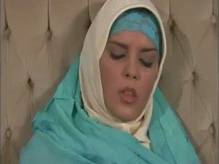 Arab muslim med fin pupper gets knullet doggy stil