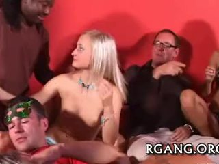 Scared virgin gives lên