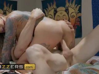 Brazzers - hippie palaistuve karma rx cheats par viņai vīrs ar johny sins