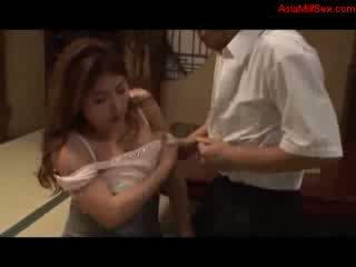 Storas krūtinga milf giving čiulpimas getting jos papai pakliuvom putė licked iki vyras apie the grindys į the kambarys