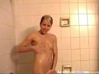 Es noķerti jūsu kails sister taking a karstās duša