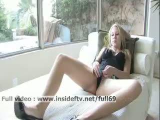 Alanna _ amatir rambut pirang onani dia alat kemaluan wanita dengan sebuah besar